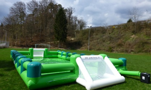 Terrain de foot gonflable