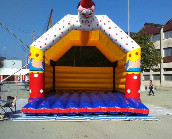 Riesen-Clown Hüpfburg mieten
